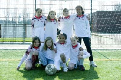 schoolvoetbal1.jpg